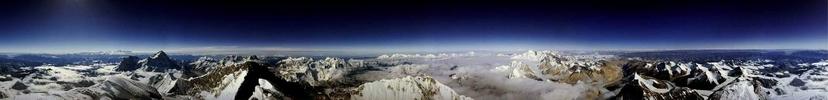 1989年馬肯齊(Roddy Mackenzie)登上珠穆朗瑪峰並拍下了這幅影像。